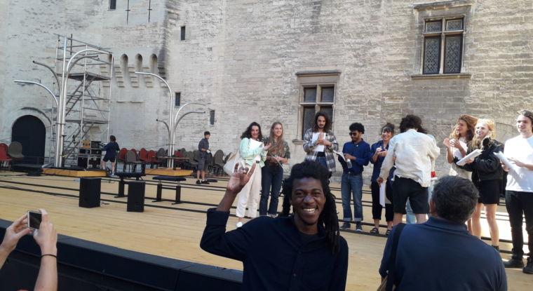 Jean d'Amérique au festival d'Avignon dans la cour d'honneur du Palais des Papes !